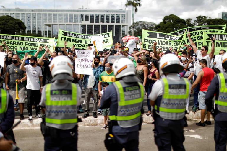 Protesto contra lockdown no DF e imunização no Líbano; veja fotos de hoje