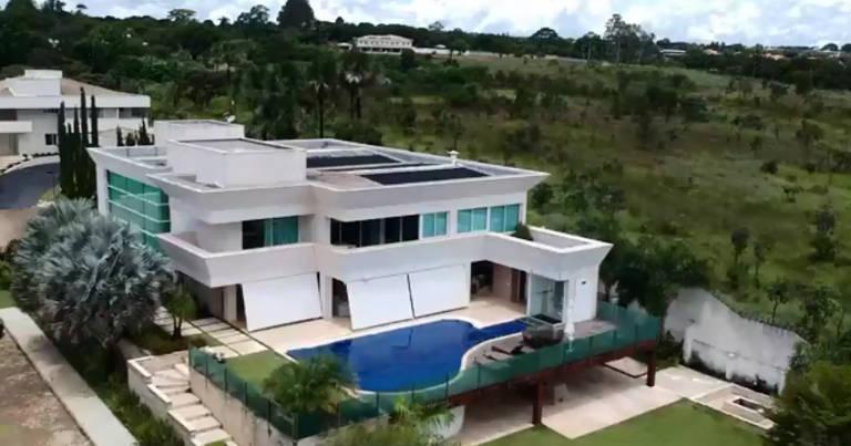 Mansão comprada por Flávio Bolsonaro, em Brasília