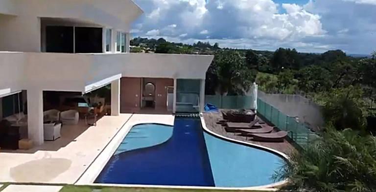 Nome de Flávio Bolsonaro cresce 1.400% no Google após compra de mansão de R$ 6 milhões
