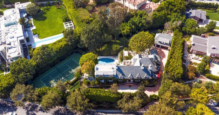 Casa de Ellen Degeneres à venda em Beverly Hills, a mansão foi comprada do cantor Adam Levine, do Maroon 5