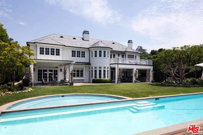 LeBron James coloca mansão à venda por R$ 114,8 milhões