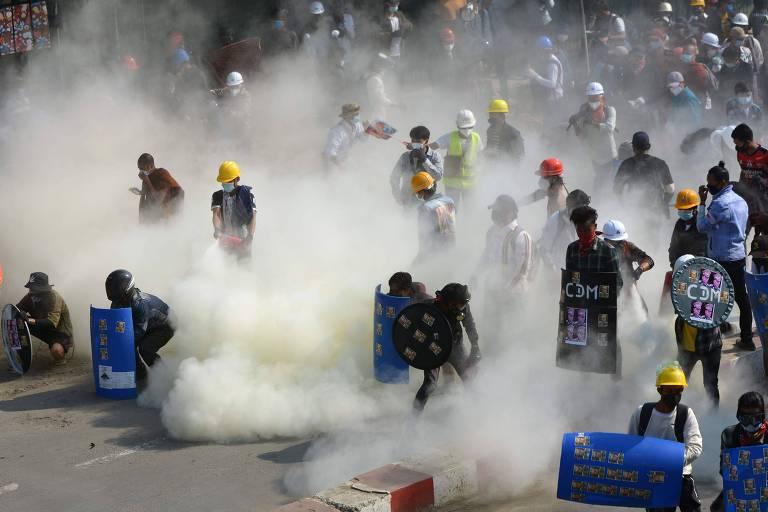 Polícia volta a atirar em manifestantes, e países vizinhos procuram soluções para crise de Mianmar
