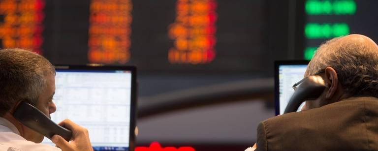 Investidores no salão da B3, a Bolsa de Valores de São Paulo, em foto de 2013