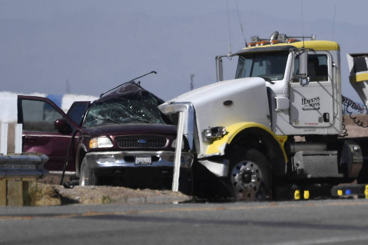 Acidente com carro superlotado deixa pelo menos 13 mortos nos EUA