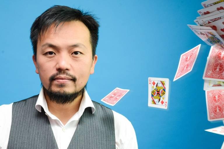 O mágico mágico Alexandre Ogata, que faz parte da programação do Cultura Inglesa Festival