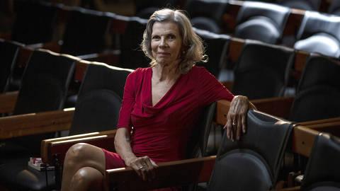 SÃO PAULO, SP, BRASIL, 14-01-2021: Retrato da escritora Isabel Dias, no auditório da Folha. (Foto: Bruno Santos/ Folhapress) *** FSP-COTIDIANO *** EXCLUSIVO FOLHA*** ORG XMIT: AGEN2101141913106085