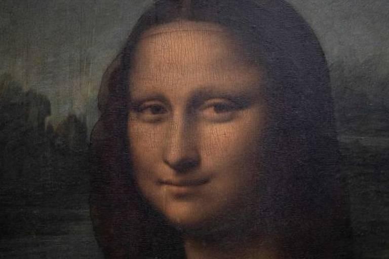 Pintura de rosto de mulher branca com olhar penetrante