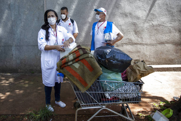 Imunização em São Paulo, panelaço na Alemanha e chegada de vacinas no Senegal; veja fotos de hoje