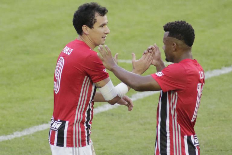 São Paulo goleia Inter de Limeira e vence a primeira com Crespo
