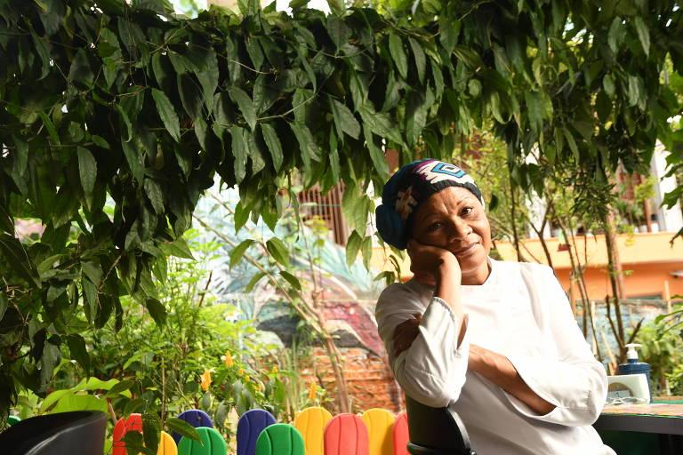 Cleunice Maria de Paula, a Tia Nice, na horta do Organicamente Rango, restaurante de comida orgânica da agência Solano Trindade, no Campo Limpo (zona sul de São Paulo)