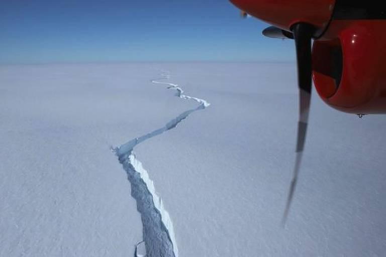 Fissuras como a denominada North Rift deram pistas de um rompimento
