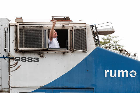 Pressionado por Covid, Bolsonaro tenta se equilibrar entre vacina e discurso radical para base ideológica