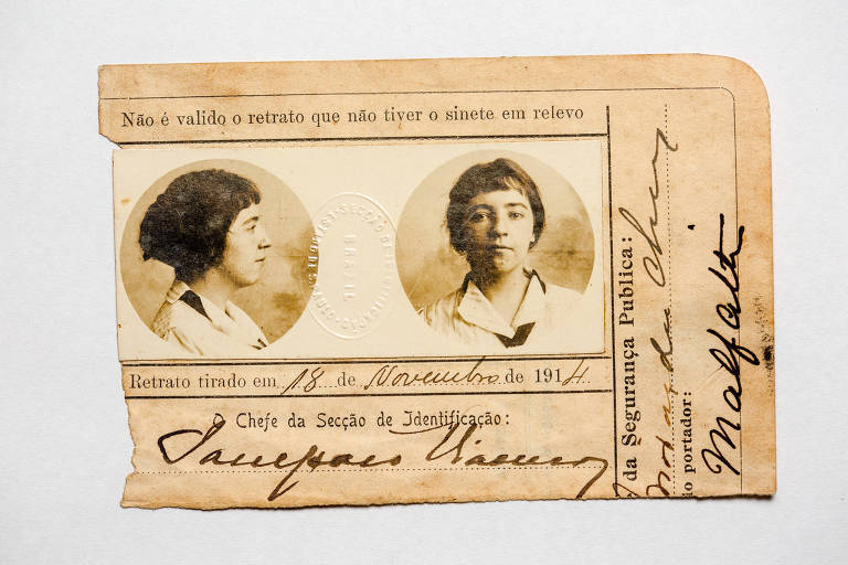 "Anita Malfatti, artista plástica tida como a ""personalidade historicamente mais importante"" do movimento modernista; na foto, seu passaporte"