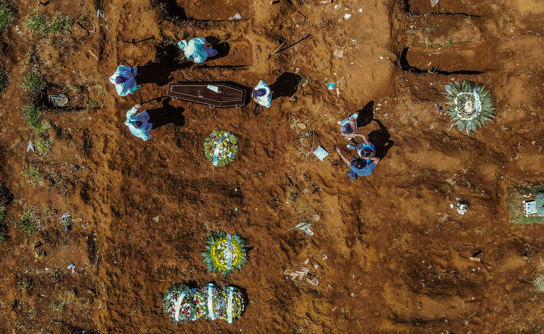 Enterros voltam a crescer no cemitério de Vila Formosa