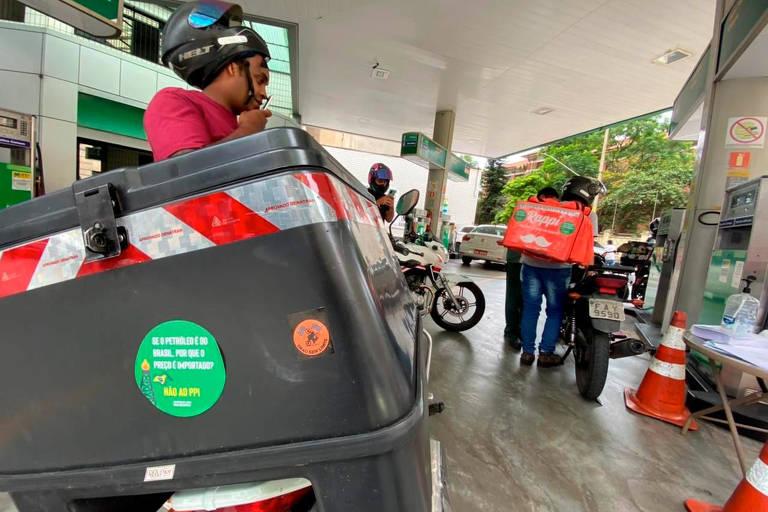 Petroleiros subsidiam venda de combustível em protesto à política de preços e à venda de refinarias