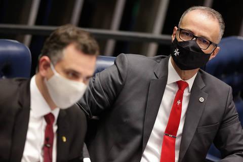 Pacheco diz esperar exemplo dos homens públicos e cobra da Saúde prova de que não é negacionista