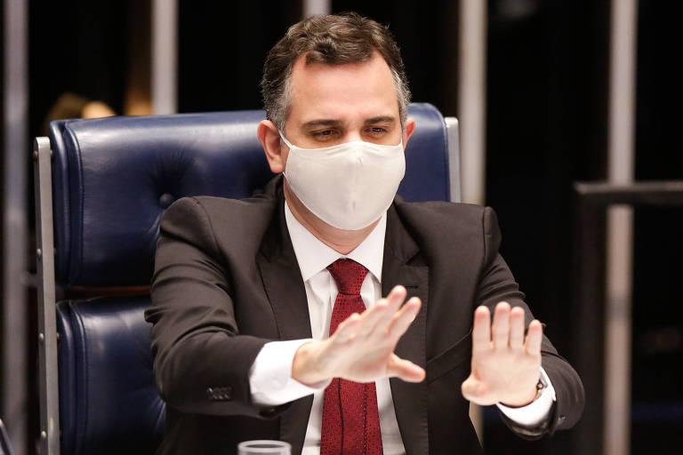 Após reação contra falas golpistas de Bolsonaro, presidente do Senado recebe indiretas de colegas