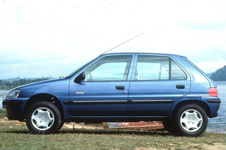 O compacto Peugeot 106 Soleil, em imagem de 1997