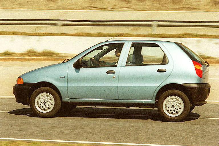 Lateral do automóvel Palio 1.0, da Fiat