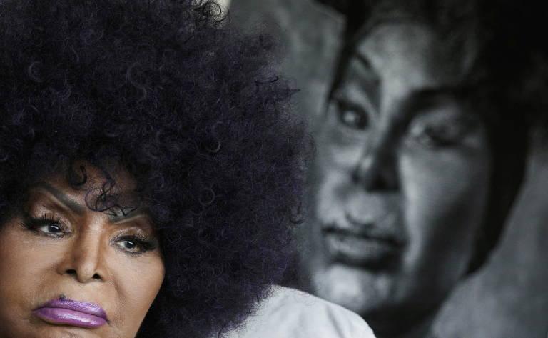 A cantora brasileira Elza Soares é retratada durante uma entrevista à Reuters no Rio de Janeiro, Brasil