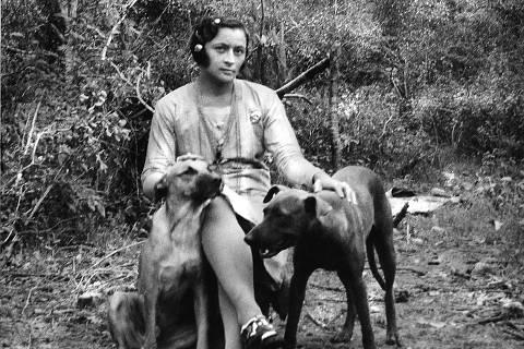 Maria Bonita com os cachorros de Lampiao, em 1937. Credito: Cortesia Ricardo Albuquerque/Sociedade do Cangaco/Divulgacao. ILUSTRISSIMA ***DIREITOS RESERVADOS. NÃO PUBLICAR SEM AUTORIZAÇÃO DO DETENTOR DOS DIREITOS AUTORAIS E DE IMAGEM***