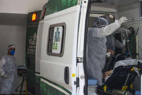 Em colapso, capitais do Nordeste têm espera de 6 horas em ambulância, contêiner para corpos e UTI cheia