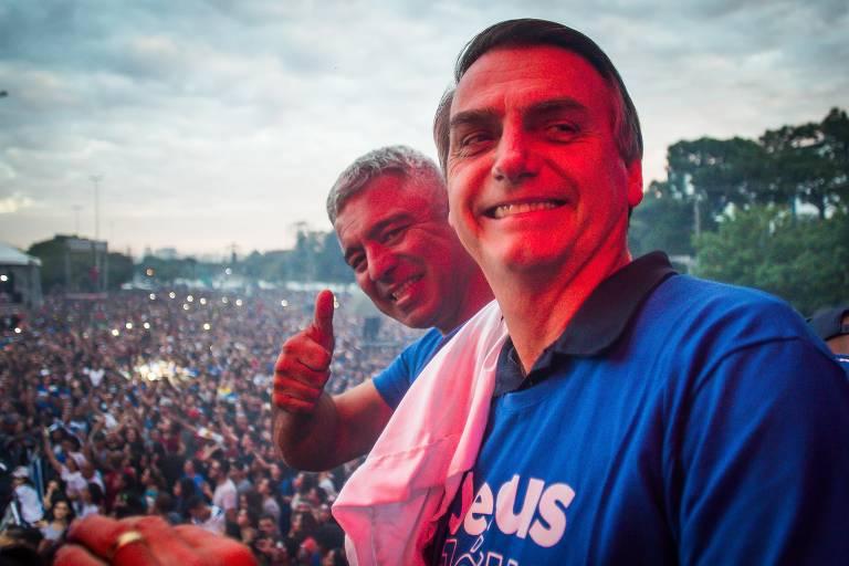 Jair Bolsonaro e Major Olímpio durante a Marcha para Jesus em  2018
