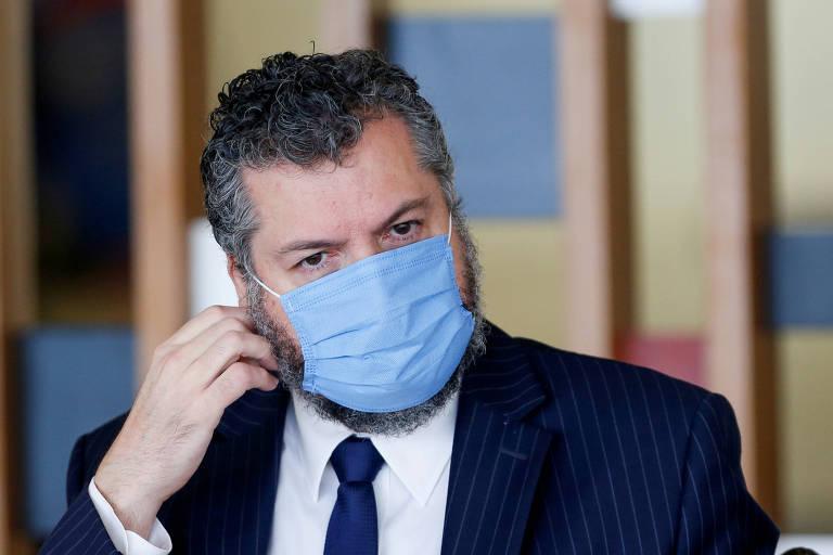 Sem base científica, Ernesto diz que é 'normal' alta de casos após vacinação