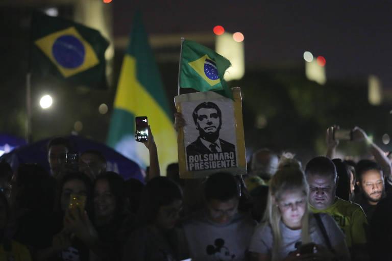 Apoiadores do presidente Jair Bolsonaro no DF na noite em que ele venceu a eleição, em 2018