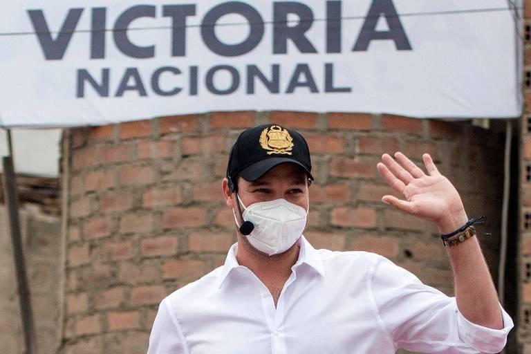 Líder nas pesquisas, ex-goleiro recebe sinal verde para disputar Presidência no Peru