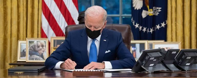Presidente Joe Biden no Salão Oval da Casa Branca em Washington