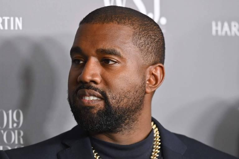 Tênis da marca de Kanye West, vendidos por R$ 1.000 o par, se esgotam em um minuto