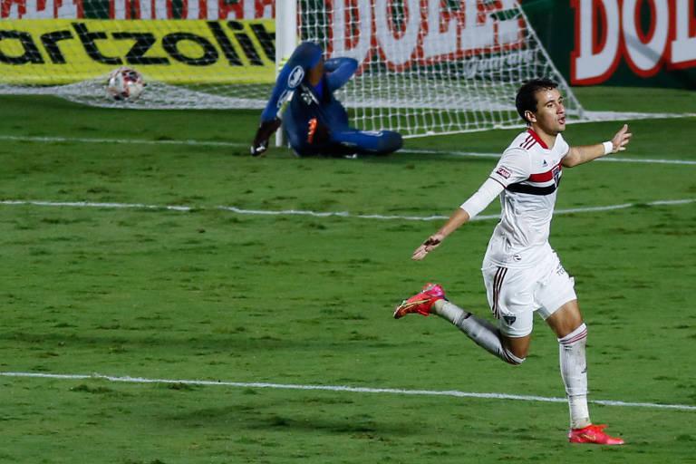 Pablo comemora gol contra o Santos