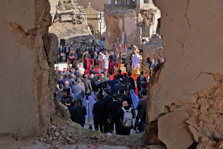 Papa visita Mossul, ato contra golpe em Mianmar e papagaios nas Filipinas; veja fotos de hoje