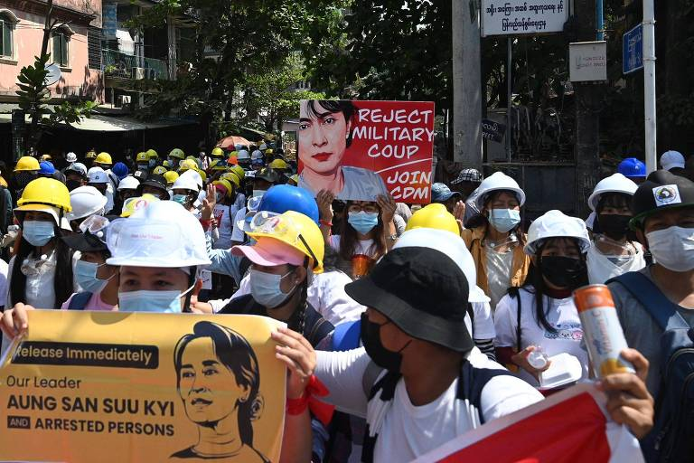 Mesmo com repressão violenta, milhares voltam a protestar em Mianmar