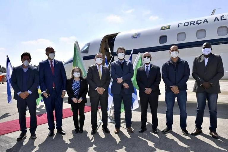 Comitiva brasileira em Israel, onde tiveram que seguir as regras sanitárias do país e usar máscara
