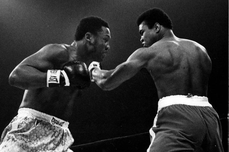 Joe Frazier e Muhammad Ali trocam socos no ringue do Madison Square Garden