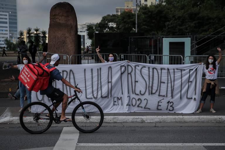 Apoiadores de Lula em  ato na avenida Paulista, em São Paulo