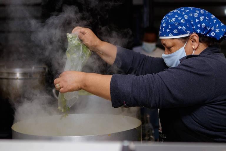 Paraisópolis uniu voluntários para entrega de marmitas para pessoas em situação de rua e famílias sem renda