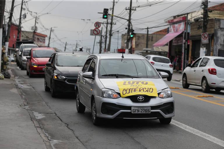 Comerciantes protestam contra fechamento na zona leste de SP
