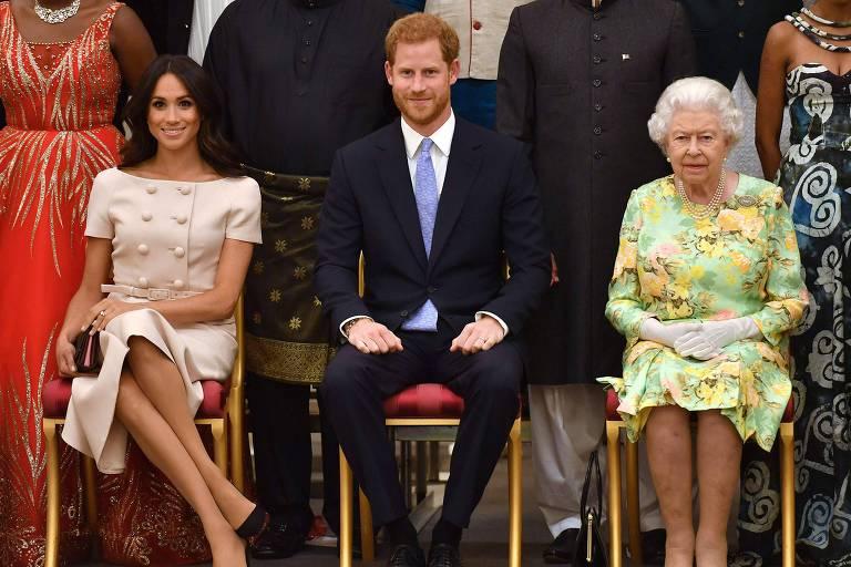 Rainha Elizabeth afirma que acusações de racismo feitas por Harry e Meghan serão levadas muito a sério
