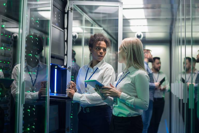 Empresas de tecnologia apostam em formação e contratação para atrair mais mulheres