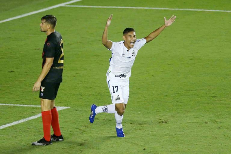 Vinicius Balieiro comemora gol do Santos sobre o Deportivo Lara pela Libertadores