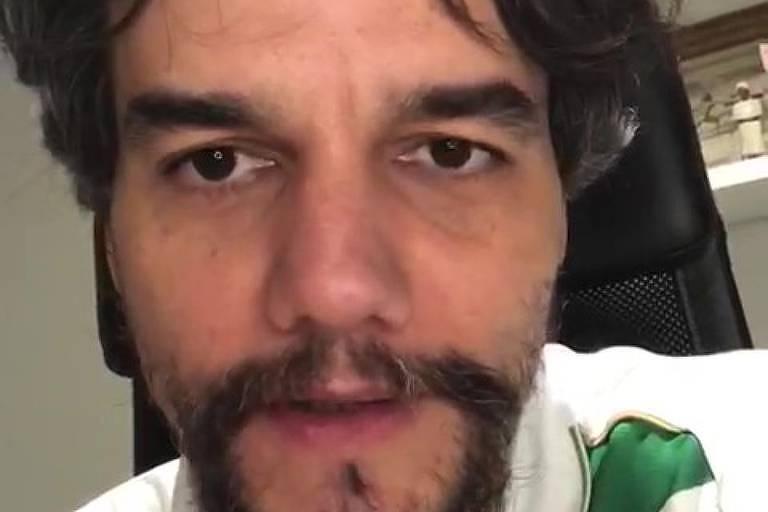 Wagner Moura reclama de perfis falsos em vídeo
