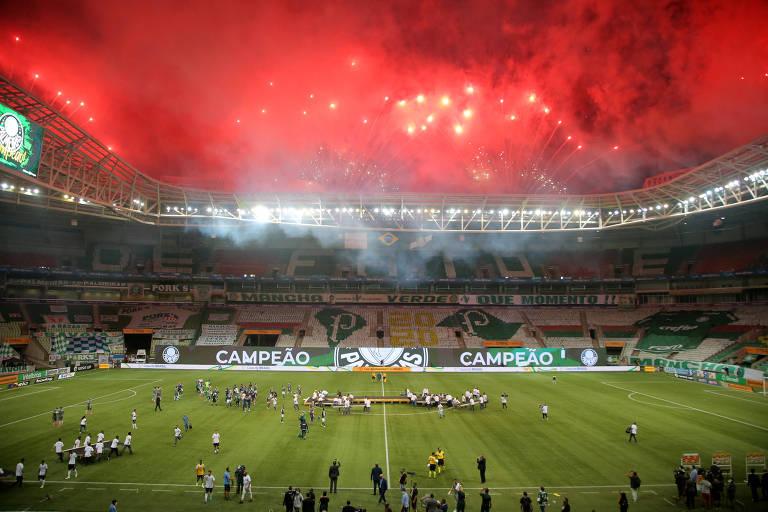 Queima de fogos no Allianz Parque após o título da Copa do Brasil do Palmeiras