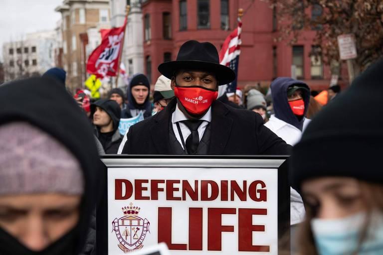 Estado dos EUA aprova lei que proíbe aborto em quase todos os casos, incluindo estupro e incesto
