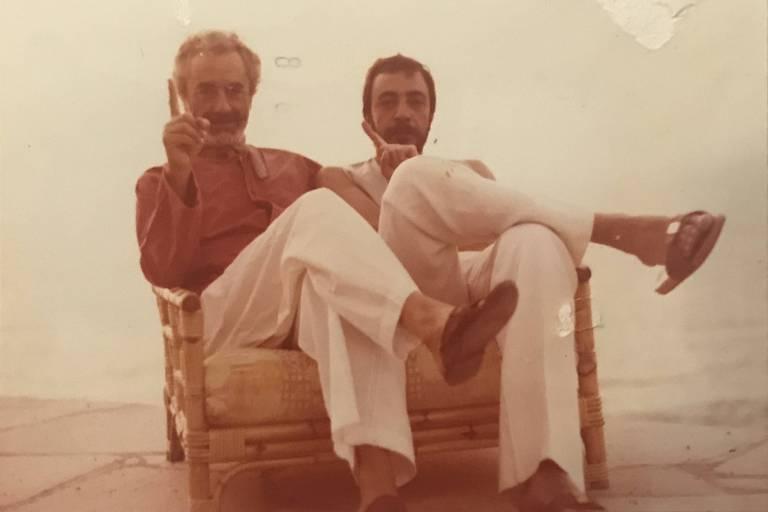 O cineasta Michelangelo Antonioni e Jirges Ristum, brasileiro que foi seu assistente de direção, em foto de arquivo