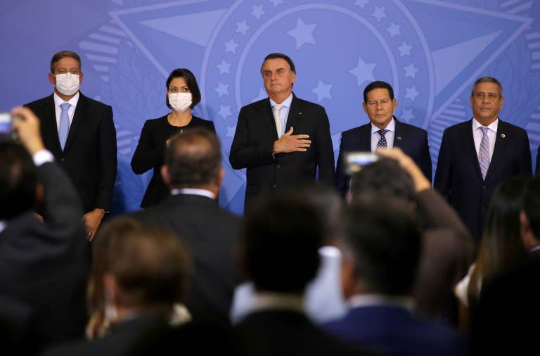 Eventual licença de Bolsonaro só deve ser avaliada em caso de cirurgia, dizem auxiliares