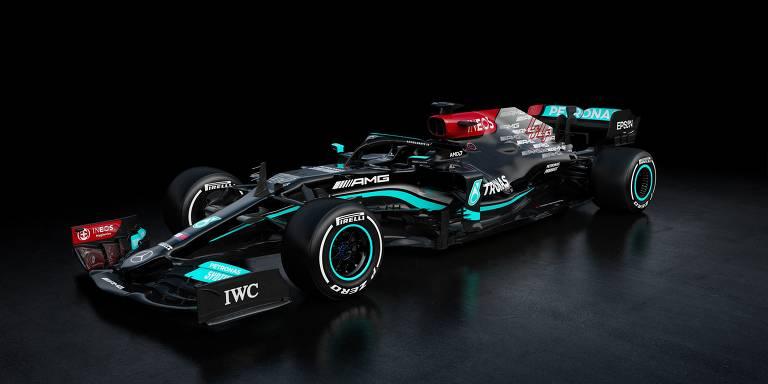 Mercedes mantém a cor preta, com detalhes em verde e vermelho