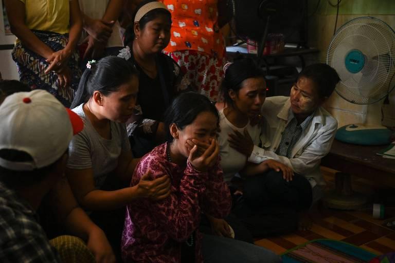 Repressão deixa mais 12 mortos em Mianmar, enquanto militares falam em 'democracia autêntica'